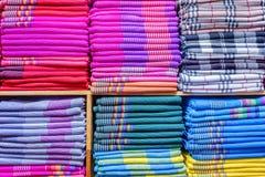五颜六色的衣裳在碗柜 库存图片
