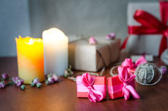 五颜六色的被包裹的礼物盒 免版税图库摄影