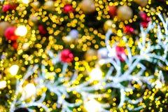 五颜六色的被弄脏的bokeh圣诞树 免版税库存照片