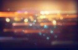 五颜六色的被弄脏的defocused bokeh光的图象 行动和夜生活概念 免版税库存图片