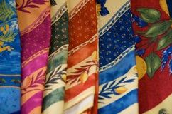五颜六色的被折叠的丝绸围巾 库存图片
