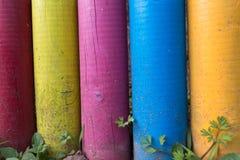 五颜六色的被绘的木岗位 免版税库存图片