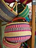 五颜六色的被编织的手工制造非洲加勒比篮子 库存图片