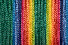 五颜六色的被编织的西沙尔麻羊毛地毯taxtures &背景 图库摄影