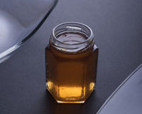 五颜六色的被装载的堵塞瓶子 免版税库存照片