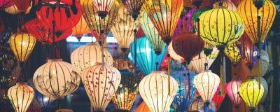 五颜六色的被阐明的灯笼全景 库存图片
