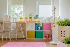 五颜六色的装饰在孩子屋子里 库存图片