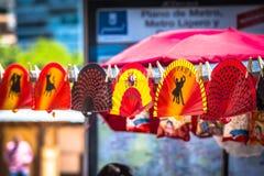 五颜六色的西班牙爱好者安排了销售在商店 免版税图库摄影