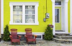 五颜六色的议院在圣约翰的,纽芬兰 免版税库存图片