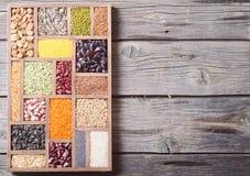 五颜六色的谷物和豆 库存照片