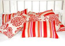 五颜六色的质朴的枕头 免版税库存图片