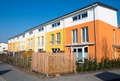 五颜六色的连续住房在柏林 库存图片