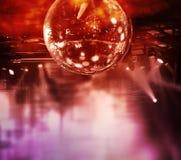 五颜六色的迪斯科镜子球光 库存照片