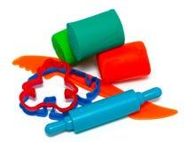 五颜六色的造型面团和切削刀孩子的 库存照片