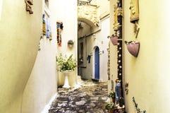五颜六色的道路在斯佩尔隆加,意大利 免版税库存照片