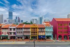 五颜六色的遗产大厦在新加坡唐人街 库存图片