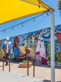 五颜六色的都市墙壁上的艺术品 库存图片