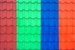 五颜六色的金属板屋顶 库存照片