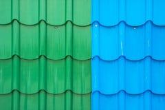五颜六色的金属板屋顶 免版税库存照片