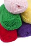 五颜六色的钩针编织纱线 库存图片