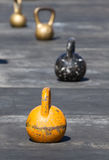 五颜六色的铁kettlebell 免版税库存照片