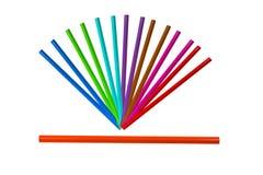 五颜六色的铅笔的arrangment在白色backgroun孤立的 库存图片