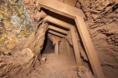 用木材建造的矿隧道 免版税库存图片