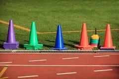 五颜六色的锥体体育运动跟踪 免版税图库摄影