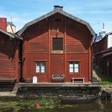 五颜六色的镇在芬兰 免版税库存照片