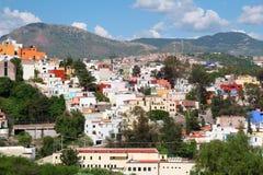 五颜六色的镇瓜纳华托州风景在墨西哥 免版税库存照片