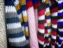 五颜六色的镶边被编织的衣裳纹理 库存照片