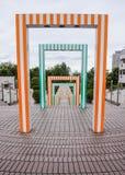 五颜六色的长的走道隧道走廊 免版税库存照片