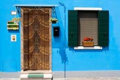 五颜六色的门房子夏天视窗 库存照片