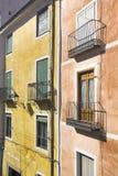 五颜六色的门面在市昆卡省,卡斯蒂利亚la Mancha, Spai 免版税图库摄影