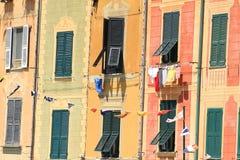 五颜六色的门面在菲诺港,意大利 库存照片