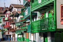 五颜六色的门面在Hondarribia 免版税库存图片