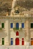 五颜六色的门面la马耳他瓦莱塔视窗 免版税库存照片