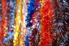 五颜六色的闪亮金属片 背景弄脏了圣诞节 库存照片