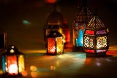 五颜六色的阿拉伯斋月灯笼 免版税图库摄影