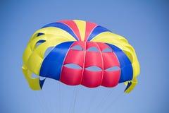 五颜六色的降伞 免版税图库摄影