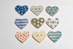 五颜六色的陶瓷手工制造按钮当纺织品辅助部件 免版税库存照片