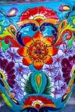 五颜六色的陶瓷橙色蓝色花盆德洛丽丝绅士墨西哥 库存照片