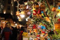 五颜六色的陶瓷纪念品在布达佩斯 免版税库存照片