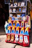 五颜六色的陶瓷纪念品,舍夫沙万,摩洛哥 免版税库存照片