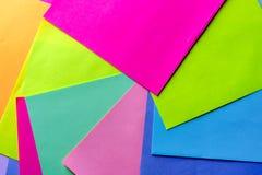 五颜六色的霓虹纸背景 明亮的颜色的打旋的万花筒几何样式 库存图片