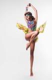五颜六色的项链的热的跳舞妇女 库存照片
