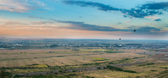 五颜六色的风景在黎明 免版税库存照片