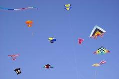 五颜六色的风筝天空 免版税库存照片
