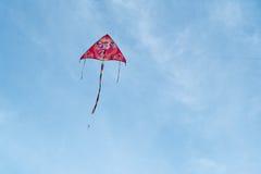五颜六色的飞行风筝天空 免版税图库摄影