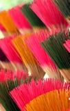 五颜六色的香火棍子 免版税库存图片